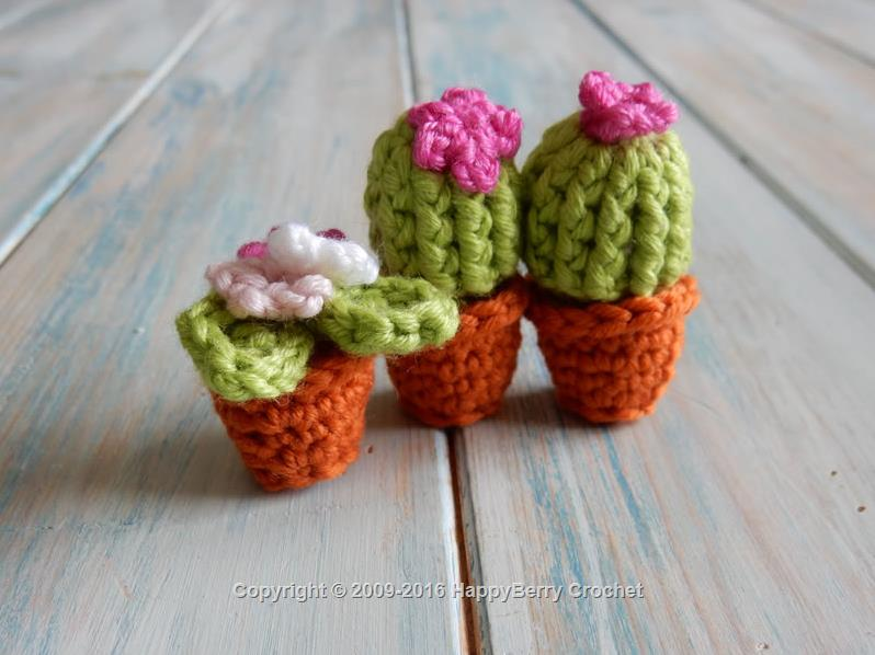 Crochet Flower Pot Pattern Free : Mini Cactus and Flower Pot HappyBerry